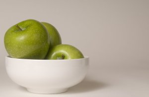 16104-a-bowl-of-green-granny-smith-apples-pv